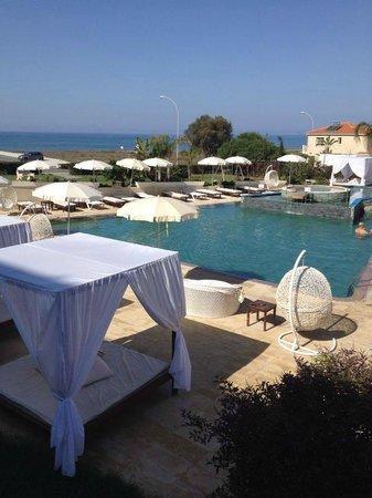 E Hotel Spa & Resort Cyprus: Pool area