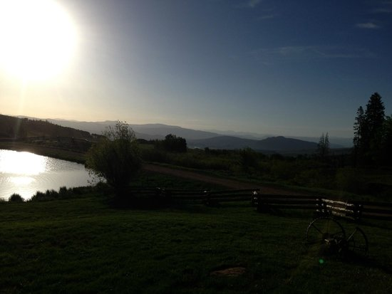 Latigo Dude Ranch: Early morning view from the clubhouse