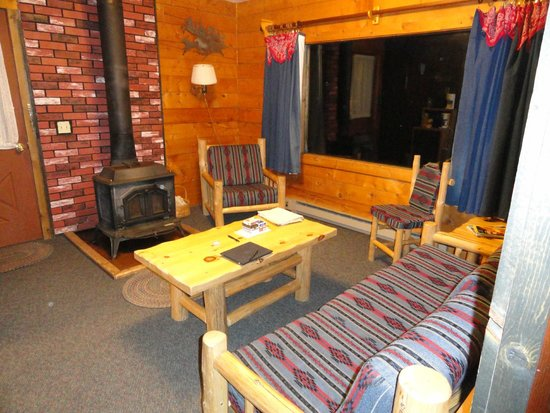 Latigo Dude Ranch: Gunsite Cabin living area