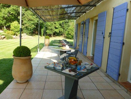 La Dryade : Outdoor breakfast