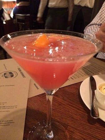 The Cooperage American Grille: cosmo - i love the lemon peel!
