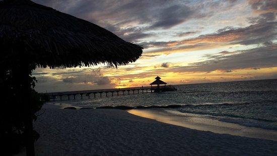 Reethi Beach Resort: sunrise