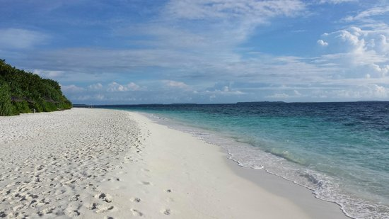Reethi Beach Resort: a walk around the island