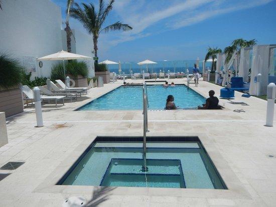 Grand Beach Hotel Surfside: Piscina na cobertura do hotel