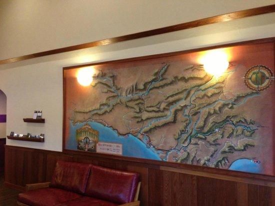 The Redwood Riverwalk Hotel: Mural in the lobby