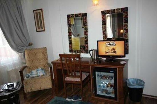 Hotel Djem: TV & Minibar