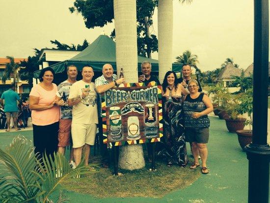 Hotel Playa Costa Verde: The beer corner gang! Good people!