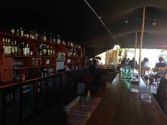 La Passerelle-Boulogne: L'immense bar, très réussi