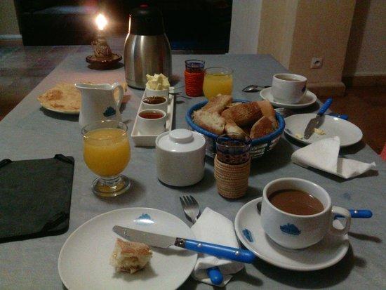 Tweets Hotel : Breakfast