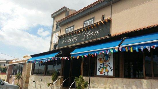 Brasas Vivas del Sur: Outside of the resto