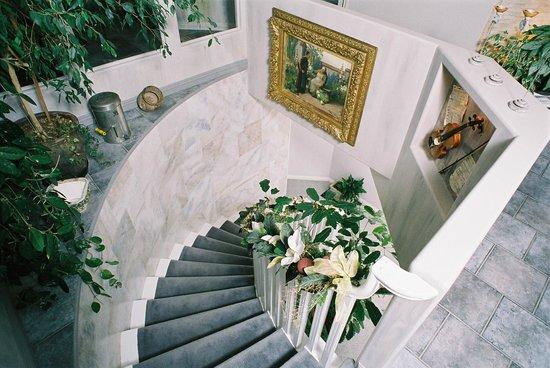 Destination Spa B&B: Stairway