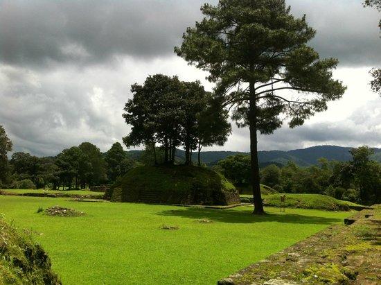Iximche: Ruinas de Iximché