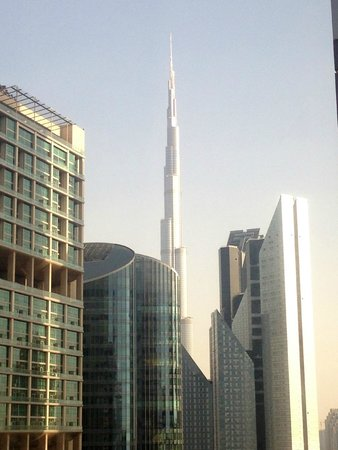 Rose Rayhaan by Rotana - Dubai: Vista del Burj Khalifa desde la habitacion