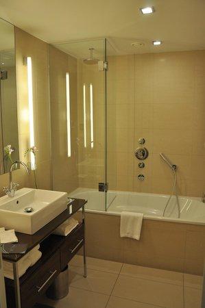 The Ring Hotel: Bañera