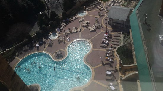 Omni Shoreham Hotel: Pool View from inlaws room
