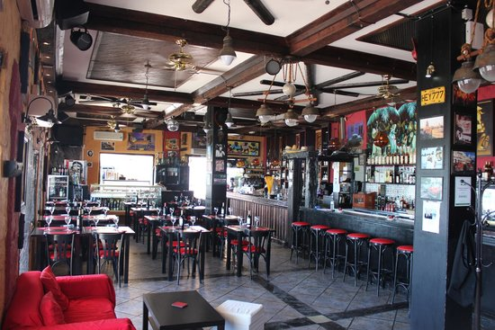 Cantante Cafe: The inside of Cantante
