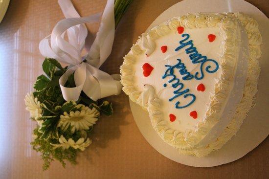 Island Creamery : Wedding Cake