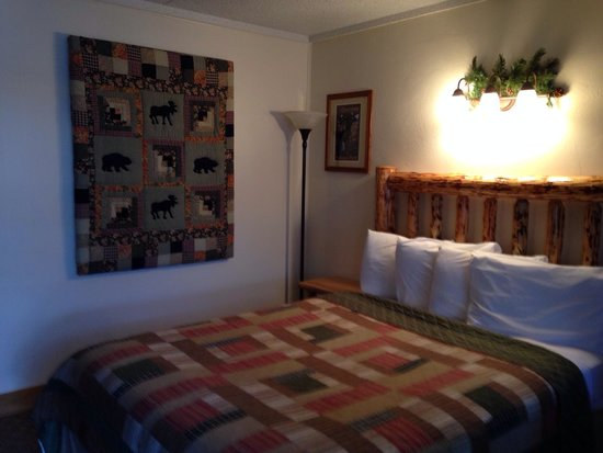 Moose Creek Inn: Our bedroom, nice and clean!!