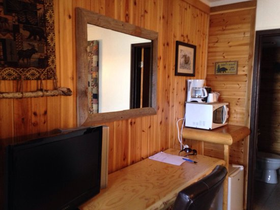 Moose Creek Inn : Microwave, Refrig, flat screen tv, coffee maker, hair dryer. Nice room!