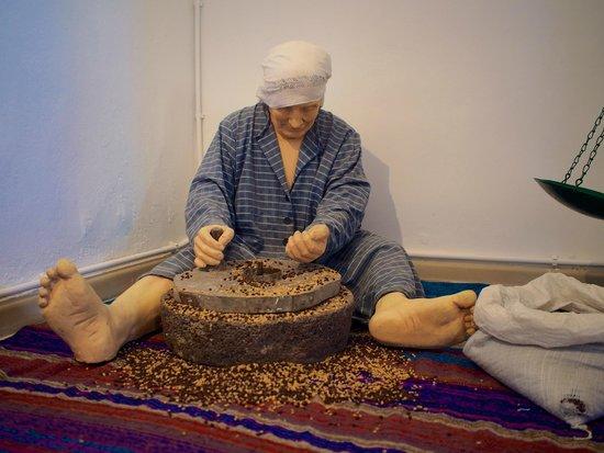 Selene : fava bean production in santorini museum