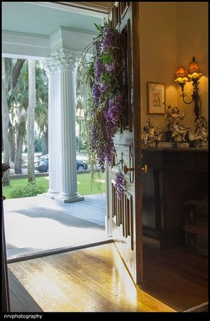 Brunswick Manor: Foyer