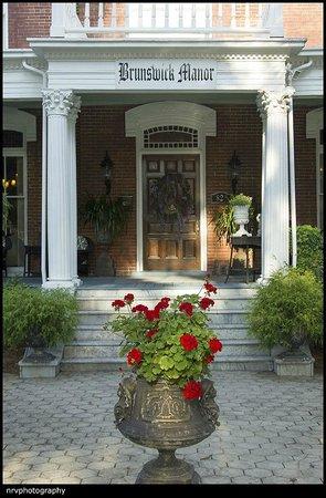 Brunswick Manor: Entrance