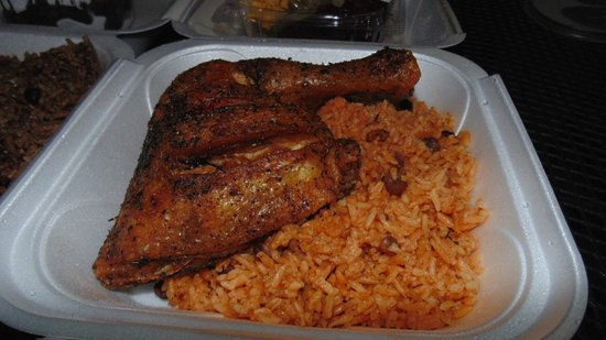 Sofrito Mama's: Fried Chicken and yellow rice