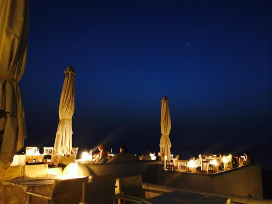 Finikia Memories: Atmosphere at dinner