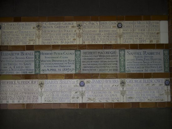 Plaques honor the sacrifices of the courageous - Picture of