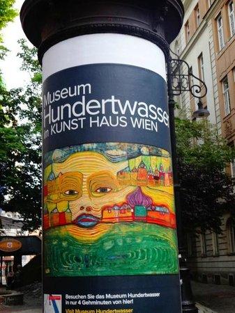 Hundertwasser Village: entrada e propaganda