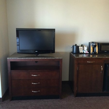 Hilton Garden Inn Toledo Perrysburg : TV for Bedroom Area