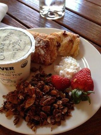 Villagio Inn and Spa: Breakfast buffet options.