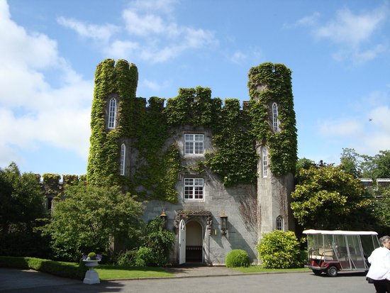 Dromoland Castle Hotel: Welcoming entrance