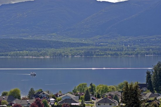 Destination Spa Bed & Breakfast: Lake View with Houseboats