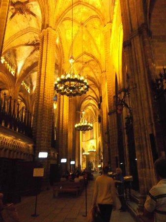 Catedral de Barcelona : Barcelona, España, Catedral de Santa Eulàlia. Cielo en crucería.