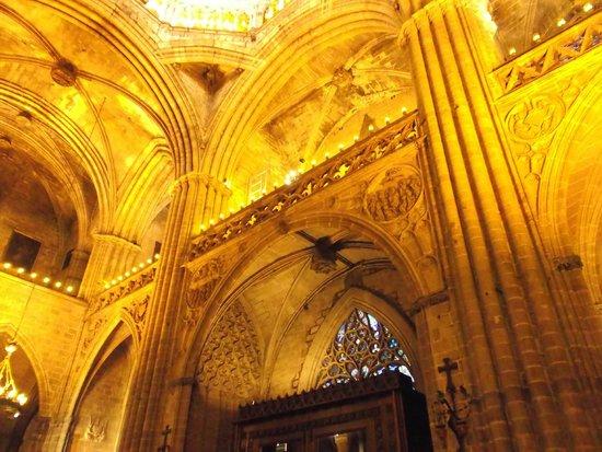 Catedral de Barcelona : Barcelona, España, Catedral de Santa Eulàlia. Cielo en crucería y claves en vértices.