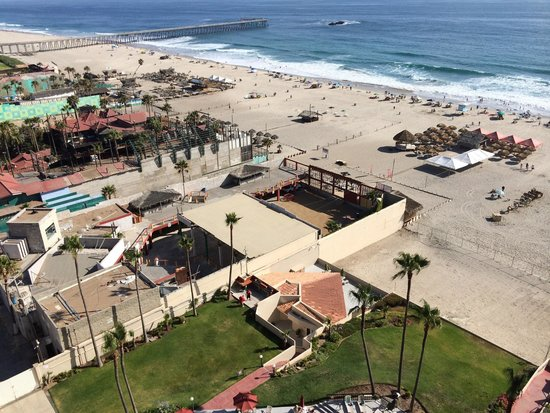 Rosarito Inn: Beach view from the 12th floor balcony.