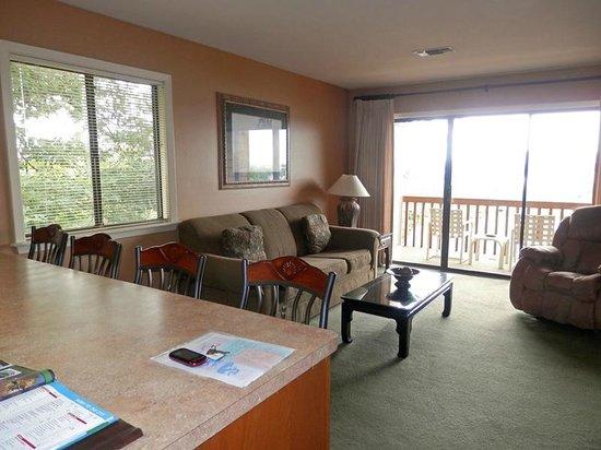 South Shore Lake Resort: Living area