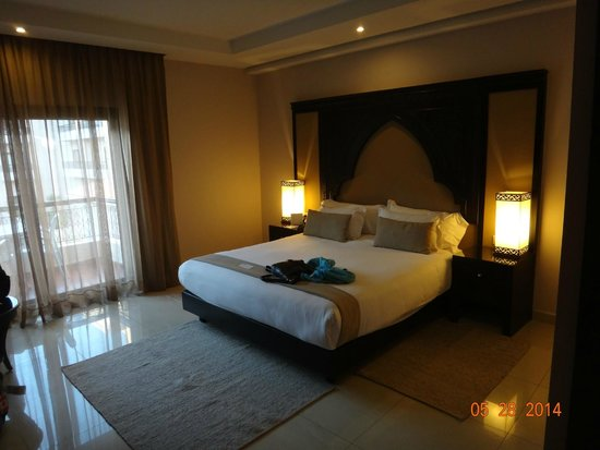 Opera Plaza Hotel : King Size Bedroom