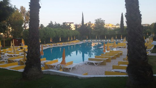 Vila Petra Aparthotel : This swimming pool was just amazing.  Nice chilled out environment.