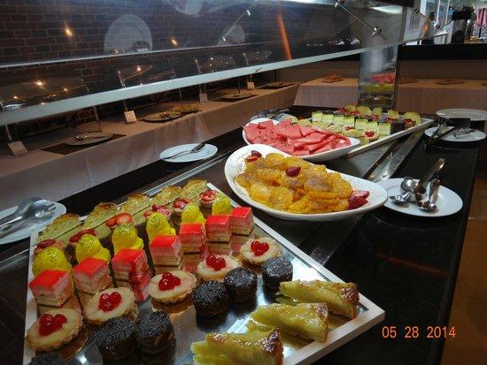 Opera Plaza Hotel : Buffet Dinner