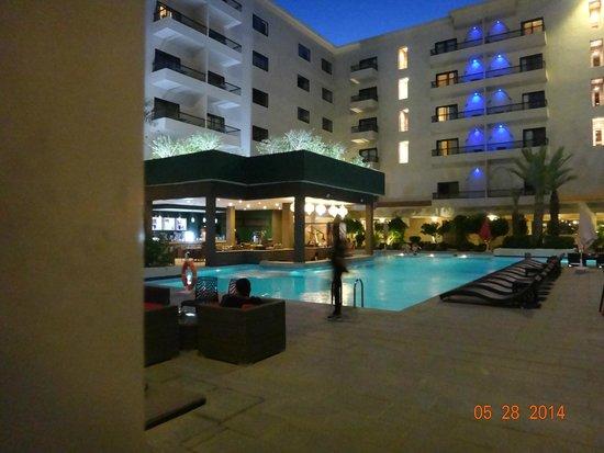 Opera Plaza Hotel : Pool at night time