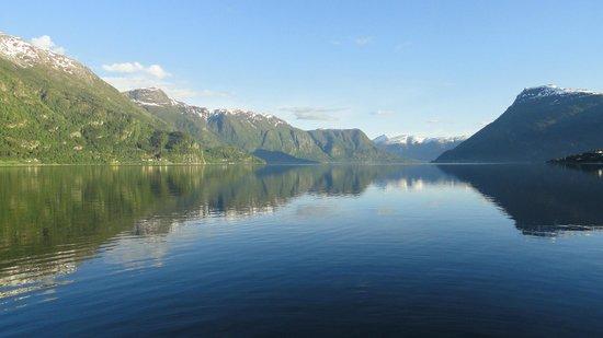 Viki Fjordcamping and Cabins: Vistas hacia el fiordo