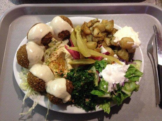 Shawarma Palace: Fabulous falafel plate!