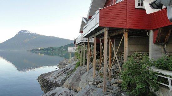 Viki Fjordcamping and Cabins: Colgados sobre el agua...