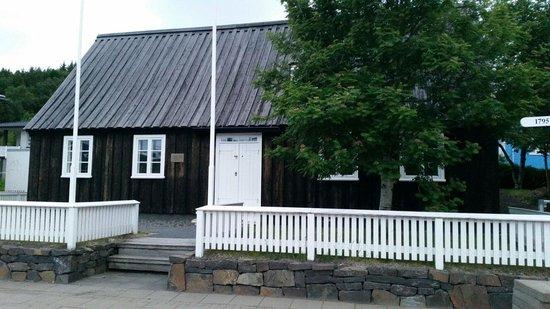 Laxdal House (Laxdalshus)