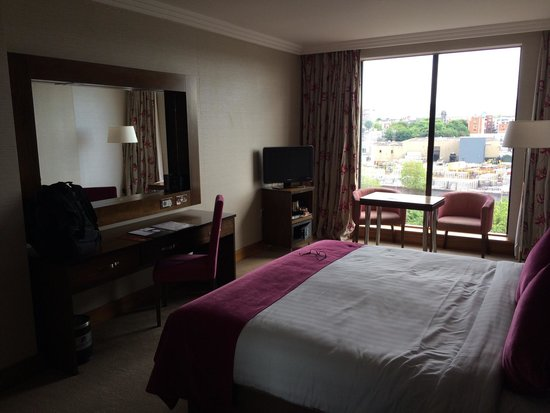 Ashling Hotel: Another view of room