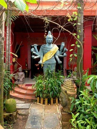 Golden Temple Villa : Hotel entrance