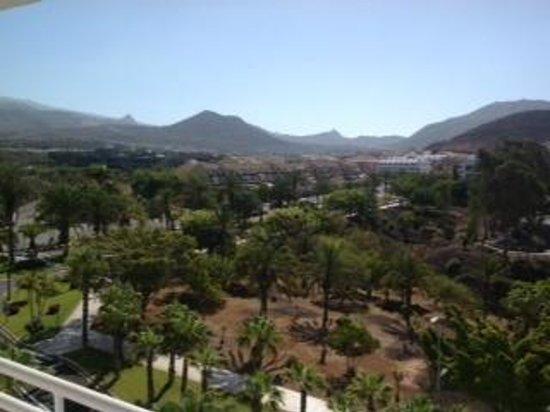 Hotel-Apartamentos Andorra : View from balcony to los cristianos