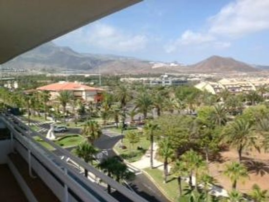 Hotel-Apartamentos Andorra : View from balcony to a school + hospital